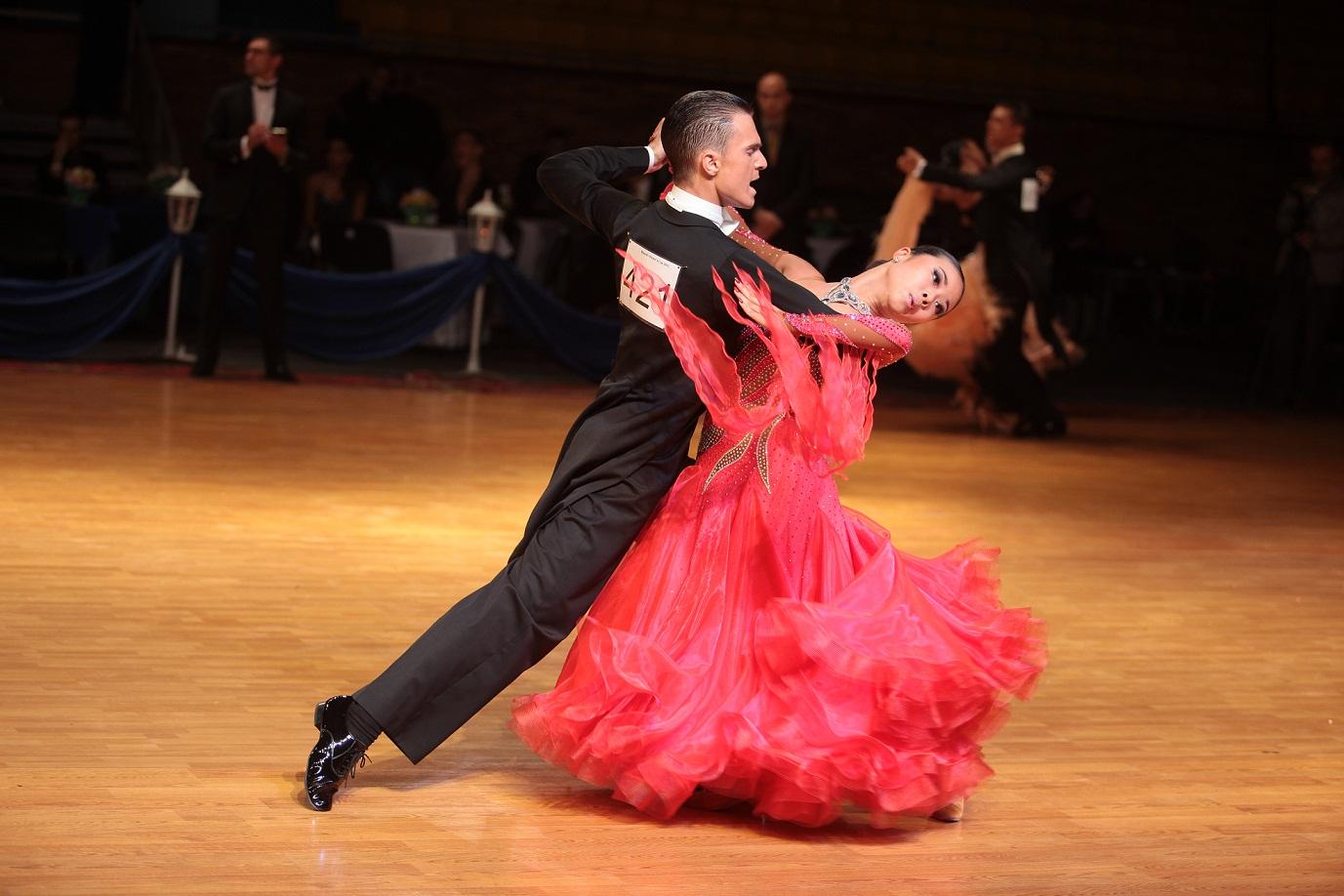 Как выглядеть стильно во время танцевального выступления?